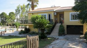 Large villa with lawned gardens in Alberic Valencia – 019846