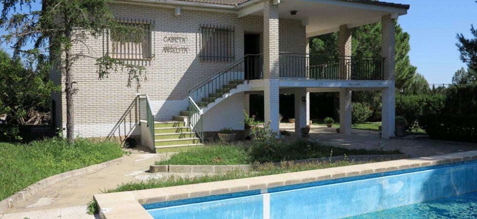 Large villas for sale in Valencia