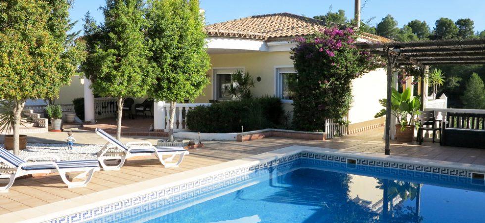 Well presented villa for sale in Alberic, Valencia – Ref: 019856