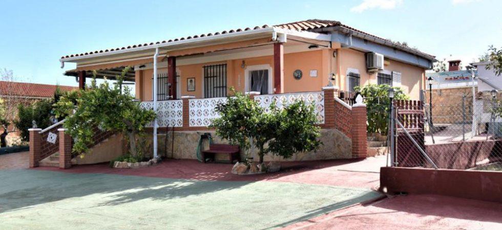 Elevated villa with great views near Monserrat, Valencia – 019858