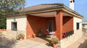 Traditional villa for sale in a residential area near Monserrat, Valencia – 020867