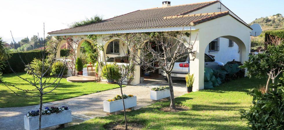 Mediterranean villa boasting wonderful views for sale in Monserrat, Valencia – 020871