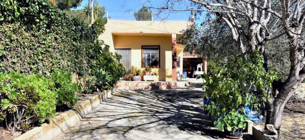 Small villa with land for sale between Monserrat and Torrent – 020872