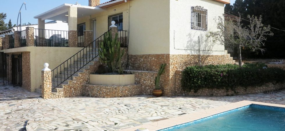 Charming villa for sale in Monserrat, Valencia with 2 apartments – 020877