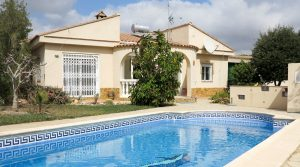 Modern villa for rent in Montroy, Valencia – R020878