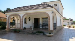 Beautiful Mediterranean villa for sale between Monserrat and Torrent – 020881