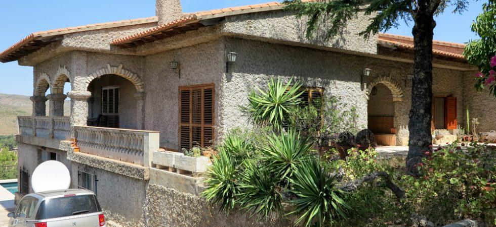 Large villa for long term rental in Alberic Valencia – Ref: R019841